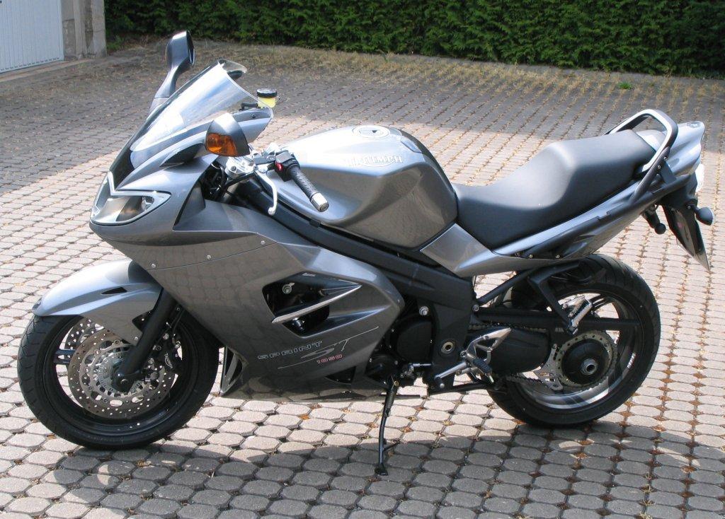 Triumph Sprint ST 2000